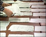 Успеют ли? Избирком Прикамья зарегистрировал меньше половины одномандатников на выборах в Заксобрание