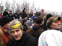 Глухая власть. В Когалыме около 50 человек, оставшихся без крыши над головой еще 2 года назад из-за пожара в их доме, вышли на акцию протеста. Городские власти делают вид, что проблемы нет