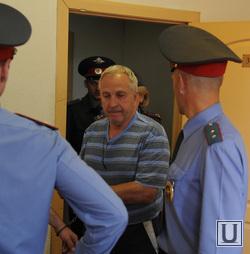 Теперь уже бывший мэр Виктор Щекотов даже под арестом упорно цепляется за власть