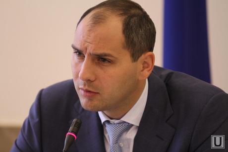http://ura.ru/images/news/upload/articles/261/895/1036261895/4976_Zasedanie_pravitelystva_oblasti_s_glavami_munitsipalitetov_pasler_denis_premyer_oblasti_1398083296.jpg