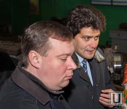 Глава комитета по транспорту Алексей Курлыков (крайний слева) и замглавы администрации Александр Высокинский (правее) не нашли решения «компенсационной» проблемы. Может администрации пора поменять менеджеров?