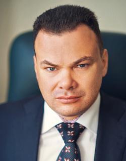 «Лучше быть добротной булочной, чем сетевым гастрономом», - утверждает Павел Ефремов, агитируя за местные банки
