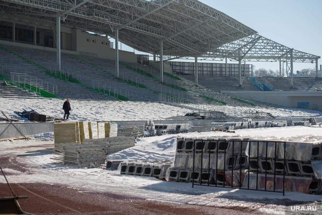http://ura.ru/images/news/upload/news/202/103/1052202103/114448_Stroiteli_razbirayut_Tsentralyniy_stadion_Ekaterinburg_1425468675_original.jpg