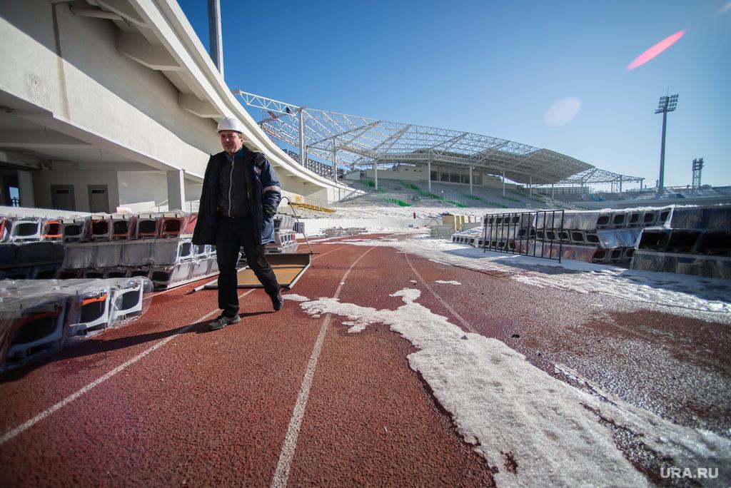 http://ura.ru/images/news/upload/news/202/103/1052202103/114451_Stroiteli_razbirayut_Tsentralyniy_stadion_Ekaterinburg_1425468691_original.jpg