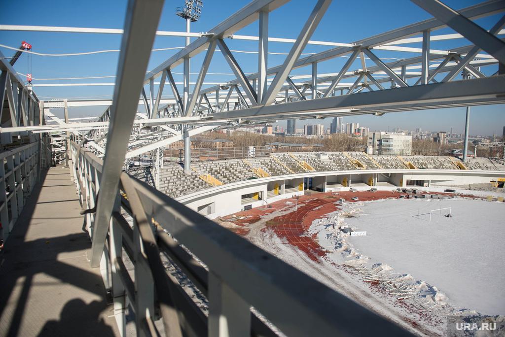 http://ura.ru/images/news/upload/news/202/103/1052202103/114458_Stroiteli_razbirayut_Tsentralyniy_stadion_Ekaterinburg_1425468767_original.jpg