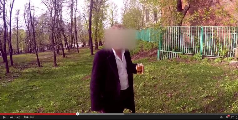 Скрин: видео «Деньги решают все»