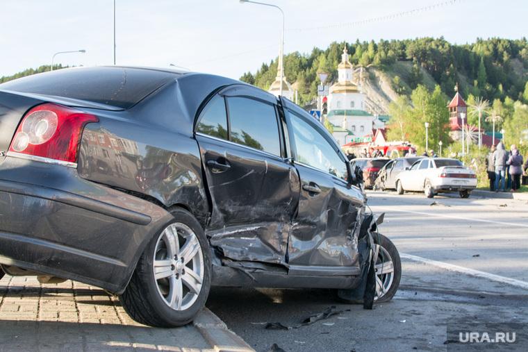 ДТП в Ханты-Мансийске — самосвал протаранил 11 автомобилей, 21 мая 2015, автомобиль, дтп, авария, машина