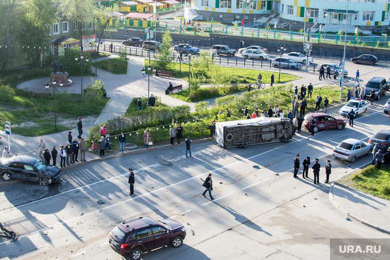 ДТП в Ханты-Мансийске — самосвал протаранил 11 автомобилей, 21 мая 2015, дтп, авария