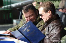 http://ura.ru/images/news/upload/news/228/486/1052228486/150015_Ucheniya_na_Chebarkulyskom_poligone_Arhiv_Chelyabinsk__medvedev_dmitriy_serdyukov_anatoliy_3592.2395.0.0.jpg