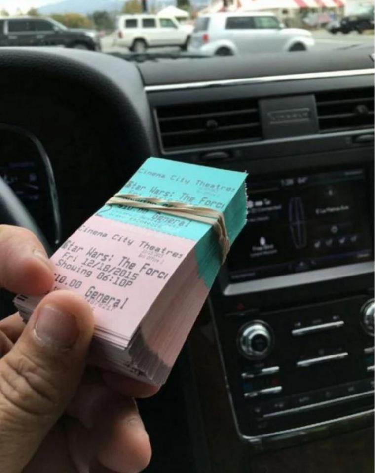 Фанат «Звёздных войн» выкупил все билеты на один из первых показов эпизода