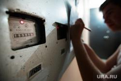 В Тюмени мошенники незаконно меняют электросчетчики