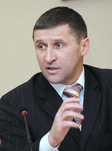 Первый скандал уже есть: доверенному лицу Путина не нашлось места в зале заседаний.