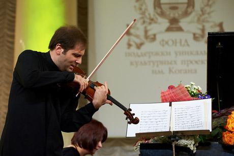 Уралец закатил в Москве такой концерт, что пришел даже новый спикер Совфеда.  В зале - 1,5 тыс. зрителей.