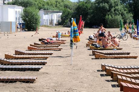 «Путинский» пляж в Челябинске в действии! Правда, чуть туалет не сперли. Вице-губернатор рассказывает: «Звонит мне ночью, где-то в половине второго, губернатор и спрашивает…»