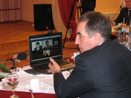 Всем привет в этом чате. Богомолов решил выйти в «Skype»