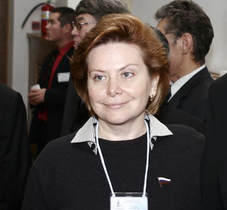 Открывая встречу, Наталья Комарова поздравила выпускников с первым...